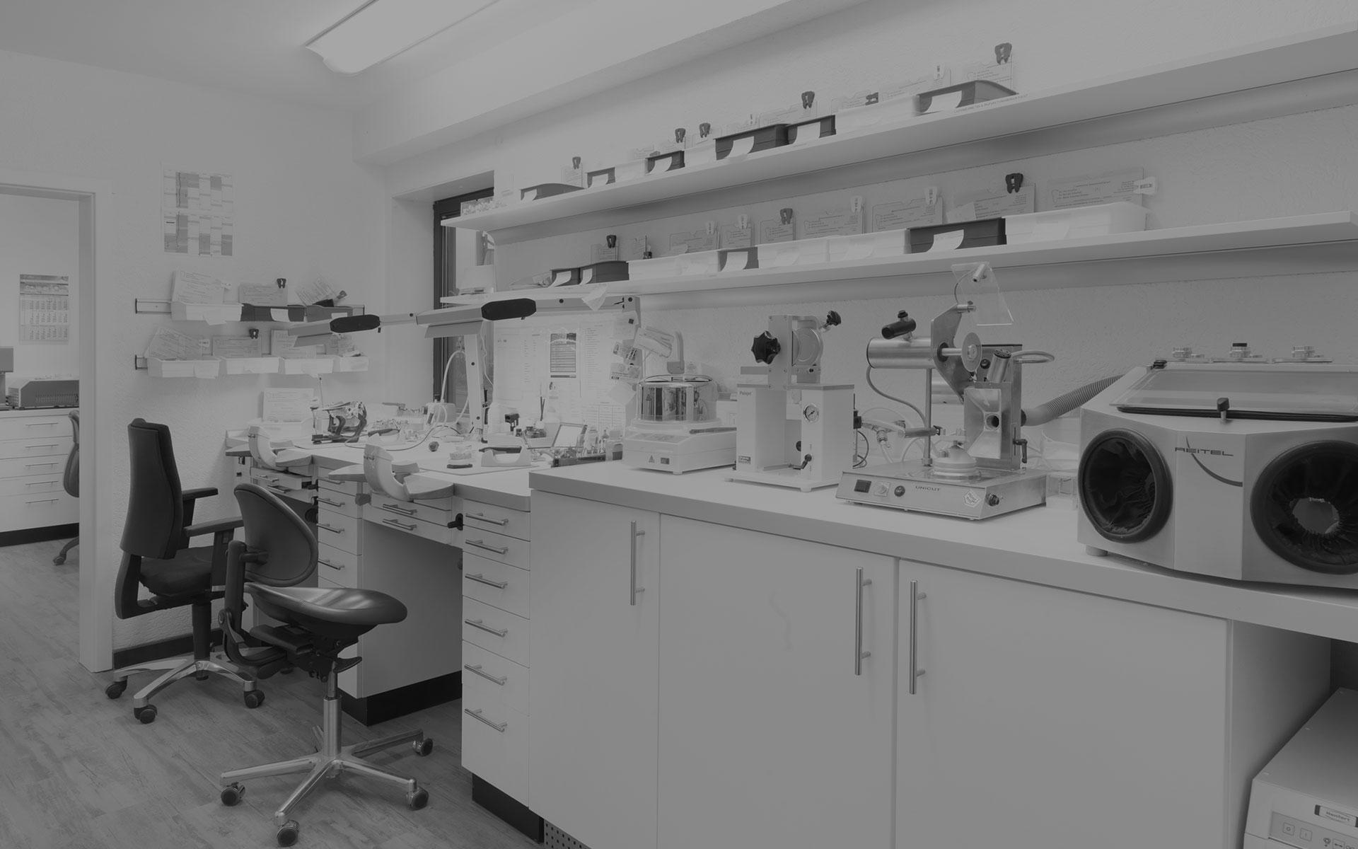 Zahntechnisches Labor in grau