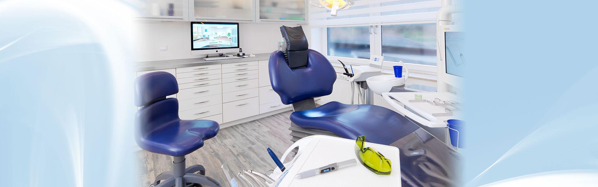 Nahaufnahme des Stuhls im Behandlungszimmer von Zahnarzt Siegen