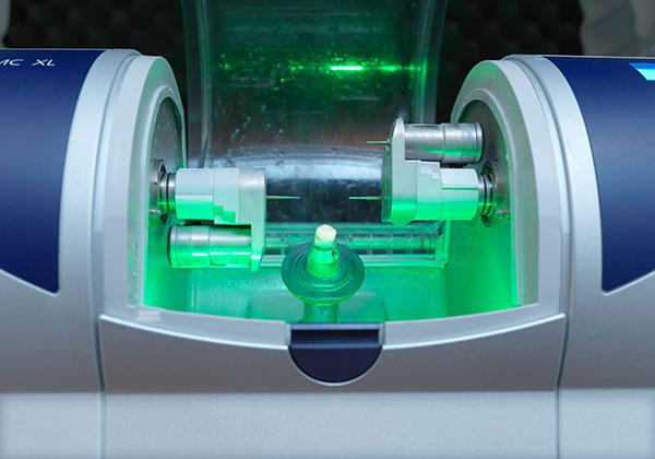 Zahnherstellung in der Maschine zum Implantieren